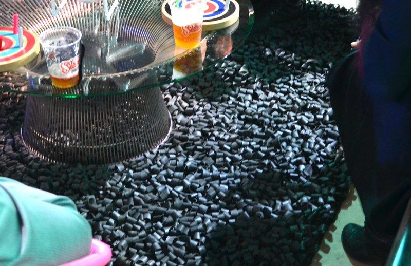 Gizmodo_Rubber-Ribbon-Carpet_0085